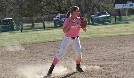 Jimmie 3B Jessica Snow makes a throw to first on Wednesday